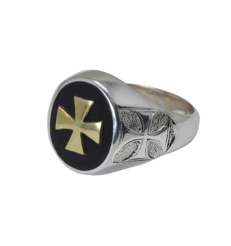 A Black Onyx Regnas Overlaid Templar Cross Ring