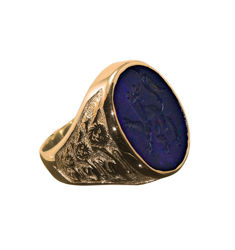 A Regnas Amethyst Engraved Sealing Or Signet Ring